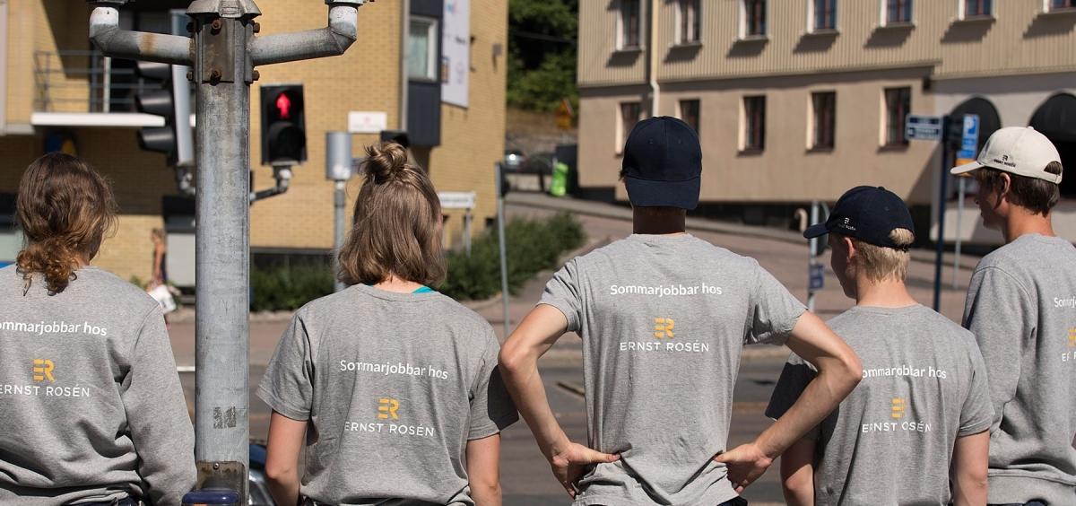 Bor du hos Ernst Rosén och söker sommarjobb?